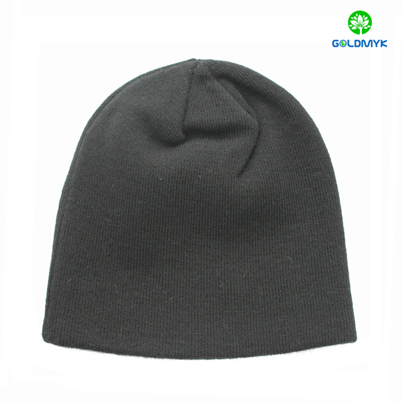 Jersey knitted beanie hat with flat embroidery